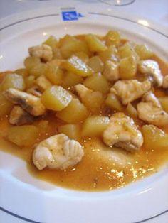 Cazuela de patatas con rape (Melilla)      La cocina de Melilla se caracteriza por la mezcla de culturas que hay en ella. Un ejemplo de comida típica es este plato con el rape como protagonista, típico también de tierras andaluzas.