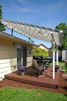 The pergola kits are the easiest and quickest way to build a garden pergola. There are lots of do it yourself pergola kits available to you so that anyone could easily put them together to construct a new structure at their backyard. Pergola With Roof, Outdoor Pergola, Pergola Shade, Patio Roof, Pergola Kits, Backyard Patio, Backyard Landscaping, Pergola Ideas, Modern Backyard