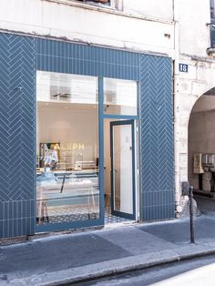 Blue exterior of maison aleph in paris. Commercial Interior Design, Shop Interior Design, Commercial Interiors, Retail Design, Store Design, Retail Facade, Shop Facade, Facade House, Blue Cafe