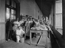 World War One. Hospital settled at the Lycée Buffon high school. Testing of poison masks. Paris, August 1915. Photograph by Charles Lansiaux (1855-1939). Bibliothèque historique de la Ville de Paris.