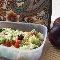 Ensalada de cuscús [couscous] o tabulé [taboule] improvisado para comer. ¡Comer de tupper está de moda! #Snailbag #lunchbag #tuppertime #veggie #healthy #moda #chic #MadeInSpain #ShopOnline  http://www.snailbag.es/shop/nueva-coleccion/bolsa-porta-alimentos-isotermica-para-tuppers/especial-navidad-snailbag-paisley/