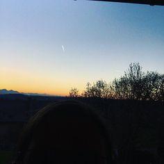 Hab ich euch schon mal unsere traumhaft schöne Aussicht gezeigt? . Und ich hab mich auf dem Bild versteckt . Huhu! Wer kann mich sehen? . #homesweethome #aussicht #genießen #mompreneursde #iphonephotography #leobendorf #panorama #berge #sundown #fog #beautiful #shaddows #bgl #bayern #near #muc