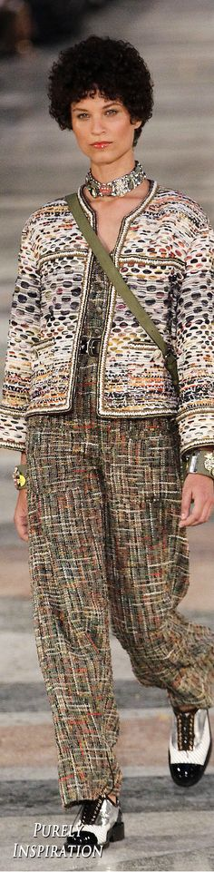 Chanel Resort 2017 Fashion Show Chanel Outfit, Chanel Jacket, Chanel Fashion, Fashion 2017, Fashion Show, Fashion Outfits, Womens Fashion, Chanel 2017, Chanel Resort