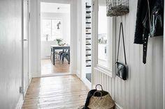 Keltainen talo rannalla Entryway, House, Furniture, Inspiration, Home Decor, Ideas, Entrance, Biblical Inspiration, Decoration Home