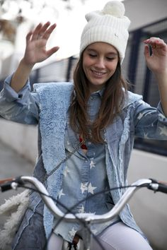 http://www.theguestgirl.com/ #boho #blue #style #street #streetstyle #stars #eigthparis #paris #eight #look #ootd #outfit #jewels #mou #boots #fringed #hair #inspo #theguestgirl #sincerlyjules #noholita #collagevintage #ninauc #rings #carolinesvedbom #caroline #swarosvki #aloha #2017 #casual #denim #white #pants