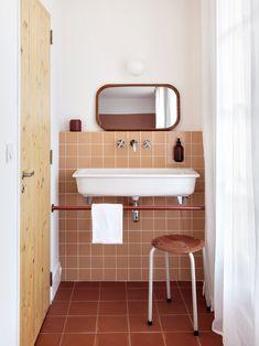The best botanical furnishing ideas for your home Retro Bathrooms, Dream Bathrooms, Beautiful Bathrooms, Bathroom Design Inspiration, Bathroom Interior Design, Interior Decorating, Bathroom Inspo, Minimal Bathroom, Ace Hotel