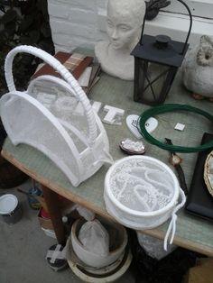 tasje gemaakt van stof en kartonnen ringen zelfgemaakt.