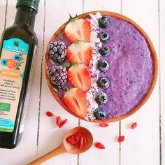 さぬきひめと黒いベリーのスムージーボウル To make smoothie, blend spinach, komatsuna, mizuna, pal choi, broccoli, orange, kiwi, banana, pineapple, lemon, spirulinapowder and moringapowder. Topped with blueberry and blackberry chia pudding. The toppings are strawberries , blackberries, blueberries and coconut chips. #smoothiebowls #quinoa #smoothiebowl #macrobiotic #healthy #vegetable #smoothies #smoothie #yummy #macrobiotic #breakfast #スムージー #スムージーライフ #スムージーボウル  #kiwi #クッキングラム #organic #lifestyle #さぬきひめ #いちご ...