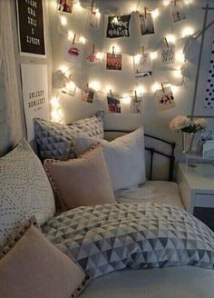 Fairy lights make every room look so much more cozy and magical ✨