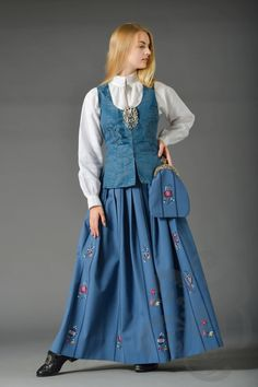 Bilderesultat for hedmark bunad Sons Of Norway, Norwegian Clothing, Folk Costume, Traditional Dresses, Fashion Dresses, Shirt Dress, Clothes, Vintage, Fasion