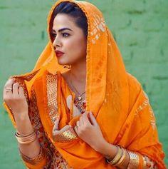 Punjabi Fashion, Indian Fashion, Kurta Pajama Punjabi, Panjabi Suit, Punjabi Girls, Designer Punjabi Suits, Indian Party Wear, Suit Accessories, Indian Suits