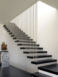 101 modern stairs appear as eye-catchers in your apartment modern staircase design with contrasting colors and materials 101 modern stairs appear as eye-catchers in your apartment . Staircase Railing Design, Modern Stair Railing, Metal Stairs, Stair Handrail, Staircase Ideas, Railing Ideas, Stair Design, Black Stairs, Staircase Remodel