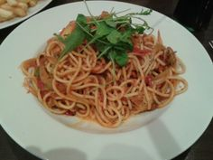 Vegan - Spaghetti with tomatosauce and some vegetables.