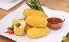 Kroket Kentang - Google Indonesia Cornbread, Cantaloupe, Fruit, Ethnic Recipes, Food, Youtube, Crafts, Diy, Millet Bread