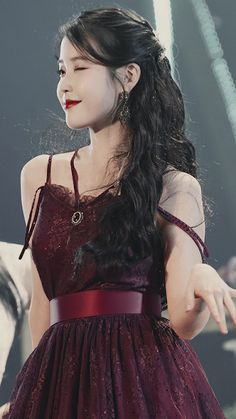 IU Facts: – She was born in Seoul, South Korea – She has a younger brother. Korean Beauty Girls, Korean Girl, Asian Girl, Korean Actresses, Korean Actors, K Pop, Yoo Ah In, Lee Sung, Iu Fashion