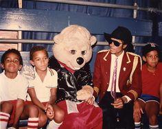 "Michael Jackson with 3T (""Taj"" Toriano Adaryll Jackson  Taryll Adren Jackson  ""TJ"" Tito Joseph Jackson)"
