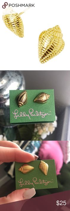 Lilly Pulitzer Gold Shell Earrings Brand new, never worn gold shell earrings. These were only available as a gift with purchase at Lilly Pulitzer. Bundle with the coordinating Shell bracelet! No trades 💕💕 Lilly Pulitzer Jewelry Earrings