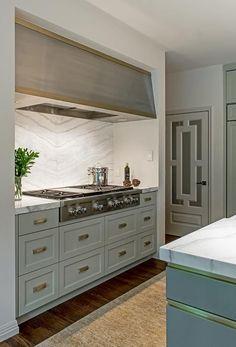 House Update: New Kitchen Cabinet Doors, and Gold Kitchen Cabinet Hardware Choices Luxury Kitchens, Cool Kitchens, Kitchen Furniture, Kitchen Decor, Kitchen Chairs, New Kitchen Cabinet Doors, Best Kitchen Designs, Kitchen On A Budget, Interior Design Kitchen