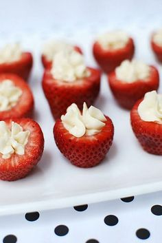 cream cheese filled strawberries i put the strawberries on a little graham cracker crust to make a mini strawberry cheesecake . So yummy and a big hit! Just Desserts, Delicious Desserts, Dessert Recipes, Yummy Food, Dessert Food, Dessert Table, Strawberry Filling, Strawberries And Cream, Stuffed Strawberries