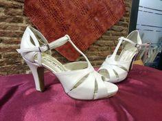 Sandalia de novia, sienta genial puesta en el pie, perfecta para esas bodas con calor.