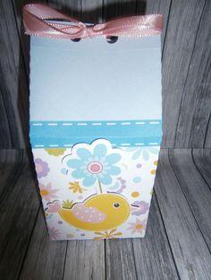 Caixa confeccionada no papel couche 180gr. Impresso em alta resolução. A caixa irá vazia. <br>O que pode ser colocado na caixa: <br>Nome e idade da criança. <br>Atendimento de segunda a sexta das 8:00 às 19:00. <br>Sabado das 8:00 ás 13:00.