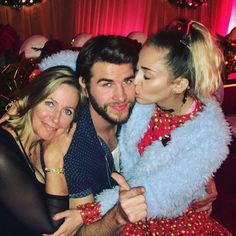 Miley Cyrus & Liam Hemsworth Are Such a Cute Christmas Couple!: Photo Miley Cyrus and Liam Hemsworth shared some of their Christmas photos on social media, and they are just such a cute couple! The pair shared some selfies and family… Liam Hemsworth E Miley, Liam Y Miley, Chris Hemsworth, Miley Cyrus, Cody Simpson, Hannah Montana, Disney Channel, Lgbt, Tennessee