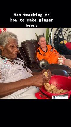 In deze video kan je zien hoe de Surinaamse gemberbier gemaakt wordt. #surinaamse #Gemberbier Ginger Beer, Restaurant Recipes, No Bake Cake, Street Food, Snacks, Teaching, Appetizers, Education, Ginger Ale