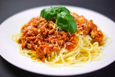 Výborný recept na špagety s boloňskou omáčkou. Boloňská omáčka s mletým hovězím…