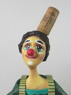 E o palhaço, o que é?! - É ladrão de mulher? Nãããooooo...Palhaço é:   Essa linda escultura feita de papel machê, que vai enfeitar e levar muita alegria à sua casa! R$ 220,00