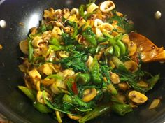 Stir fried basil with red snapper and squid