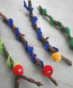 Worm craft for children. Make a worm using a stick, pipe cleaners and pom poms.