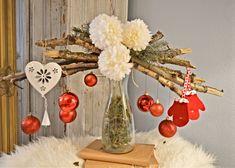 Vianočná váza / Christmas vase Christmas Vases, Table Decorations, Furniture, Home Decor, Homemade Home Decor, Home Furnishings, Interior Design, Home Interiors, Decoration Home