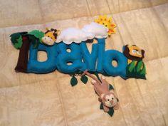 Letras com nome do bébé em feltro para colocar na porta do quarto ou no armário. Pode-se fazer com outros mitivos e outras cores