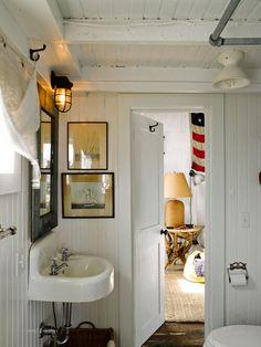 Cottage Bath, Cozy Cottage, Coastal Cottage, Cottage Homes, Cottage Bedrooms, Guest Bedrooms, Pretty Beach House, Tiny Beach House, Beach Cottage Style