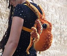 Octopus Backpack Octopus Decor, Cute Octopus, Octopus Art, Octopus Photography, Old Photography, Octopus Eating, Octopus Pictures, Super Cool Stuff, Underwater Creatures