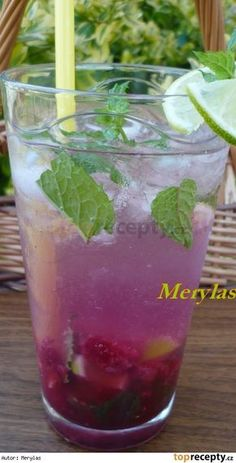 Malinové mojito Healthy Meal Prep, Healthy Breakfast Recipes, Healthy Foods To Eat, Healthy Snacks, Juice Smoothie, Pina Colada, Beverages, Herbs, Yummy Food