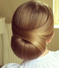 Video tutorial: Low Chignon by SweetHearts Hair Design Perfect for a wedding! By sweethearts_hair_design ? ShortHair click now for Elegant Bun Party Hairstyles You Must TryI LOVE this hair tutorial! xo Today's hair tutorial is this Easy Updo, Vintage Hairstyles, Pretty Hairstyles, Braided Hairstyles, Wedding Hairstyles, Woman Hairstyles, Braids For Short Hair, Short Hair Styles, Sweethearts Hair Design, Business Hairstyles
