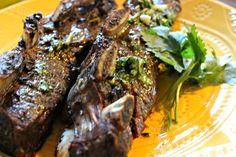 Ya sea que vas a preparar la carne al horno o a la parrilla, este chimichurri es el complemento ideal. Toda la receta, fácil en el blog #MiCocinaViveMejor #ad #receta