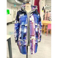 My final major project waterproof jacket  #fashiondesigner #fmp #fabric #breathable #waterproof #jacket #hoodie #menswear #womenswear #creative #inspiration #videogames #blackops3 #ps #playstation #ss18 #bagsoflove #colorado #collection #finalmajorproject #textiles #customprints #sportswear #fashion #design