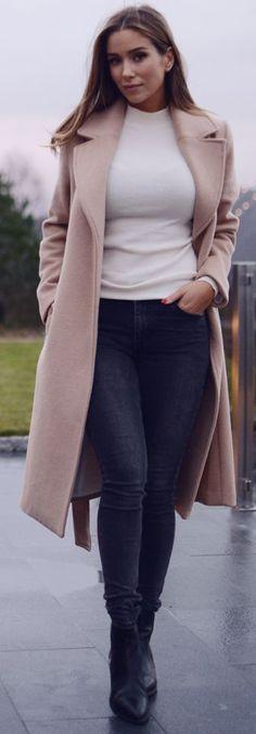 Emilie Tommerberg Blush Coat On Black And White Fall Street Style Inspo #Fashionistas