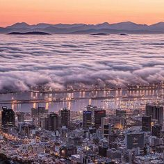 Mist over Table Bay, Cape Town, South Africa. World Cities, Best Cities, Beautiful World, Beautiful Places, Cape Town, Travel Around The World, Great Photos, 6 Years, South Africa