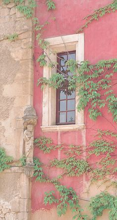WINDOW WITH PINK WALL - OPPEDE LE VIEUX (PROVENCE), FRANCE