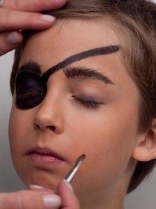 Pirat schminken & Piratenkostüm selber machen                                                                                                                                                                                 Mehr