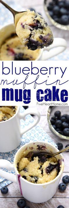 Blueberry Muffin Mug Cake ~ disfrutar de una fresca, cálida, muffin de arándanos en una taza que está listo en cuestión de minutos con este estallido-con-bayas, desayuno o merienda receta fácil de hacer, | FiveHeartHome.com