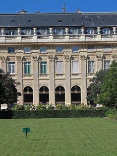 visite du Palais-Royal cœur battant de la révolution française. http://visite-guidee-paris.fr