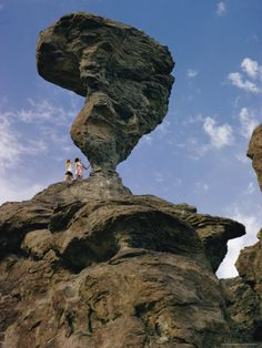 Google Image Result for http://imgc.allpostersimages.com/images/P-473-488-90/28/2881/GF7PD00Z/posters/walter-meayers-edwards-people-admire-a-strange-rock-formation.jpg