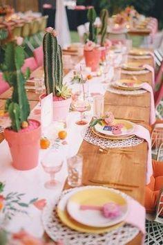 Tafelschikking voor een zomers fesstje. www.tadaaz.be | Tadaaz #tafeldecoratie #decoratie #party #cactus