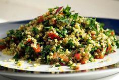 Tabouli Recipe (Middle Eastern bulgur and parsley salad) Middle Eastern Salads, Middle Eastern Recipes, Heart Healthy Recipes, Vegetarian Recipes, Vegetarian Dish, Comida Armenia, Tabouli Recipe, Quinoa Tabbouleh, Lebanese Tabbouleh