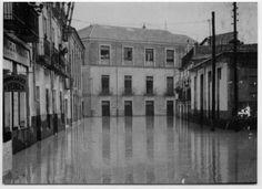 Visor Archivo General Región de Murcia. FOT_POS,07/099 / Reproducción de una fotografía de una calle inundada, próxima a Los Molinos del Río...1980