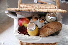 Das Frühstück wartet frisch vor der Tür! Picnic, Cheese, Food, Fresh, Simple, Essen, Picnics, Meals, Yemek